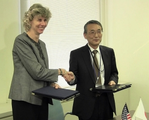 NRC Chairman Allison Macfarlane exchanges documents after a signing ceremony with her counterpart Chairman Shunichi Tanaka of the new Japan Nuclear Regulation Authority. The documents establish, among other activities, a joint steering committee between the two regulatory agencies.